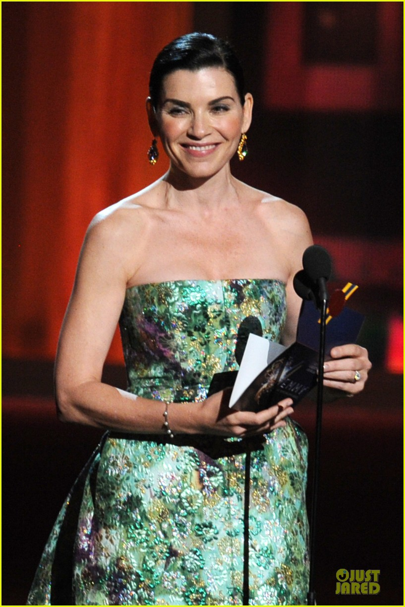 julianna margulies archie panjabi emmy awards 03 (2)